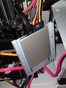 SSDが所定の場所に入らない